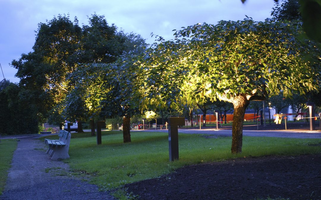 Intelligent lighting for a safe atmosphere in a playground